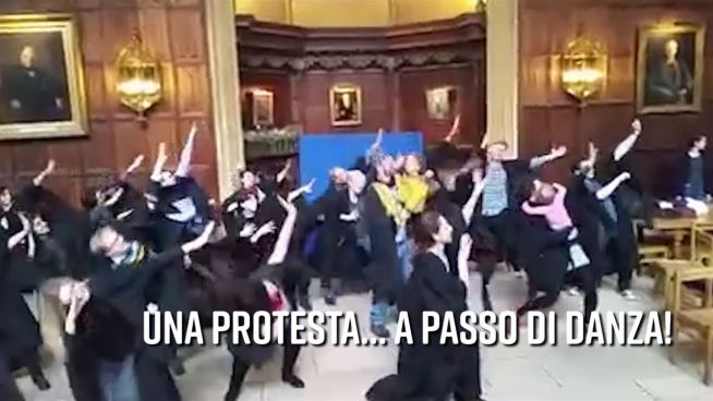 A Cambridge si protesta… ballando!